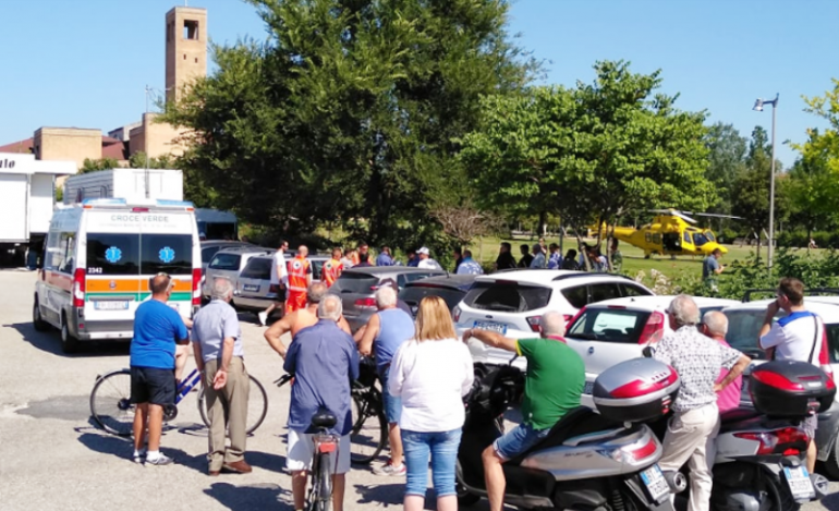 Morrovalle (Macerata), tragedia sfiorata in piscina: infermiere salva un bambino
