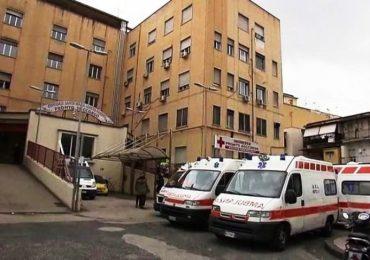 Napoli, ferro dimenticato nell'addome di una paziente al Loreto Mare: scatta la sospensione per l'equipe