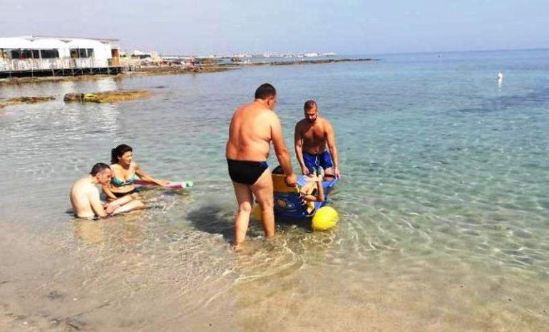 """San Foca (Lecce), con """"Il mare di tutti"""" si può fare fisioterapia anche in spiaggia"""
