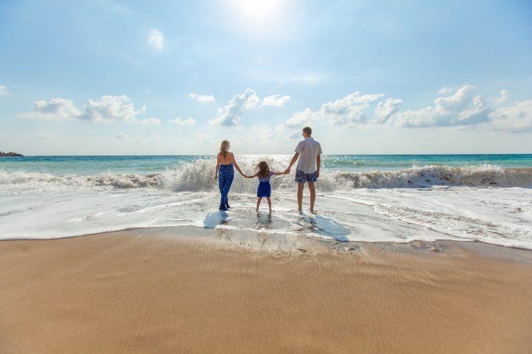 Evitare l'annegamento nei bambini con sorveglianza e sistemi di galleggiamento