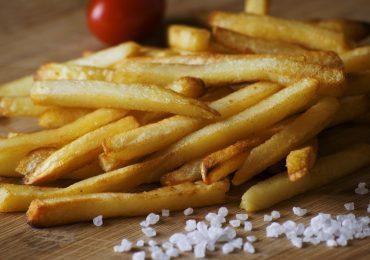 Adolescente si nutre per anni di sole patatine e perde la vista