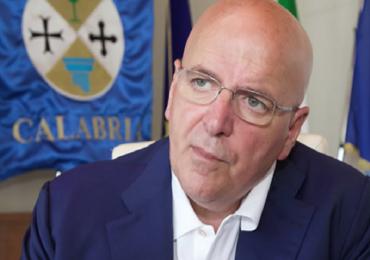 Catanzaro, il governatore Oliverio riceve i precari della Pugliese-Ciaccio licenziati in tronco e scrive al commissario Cotticelli