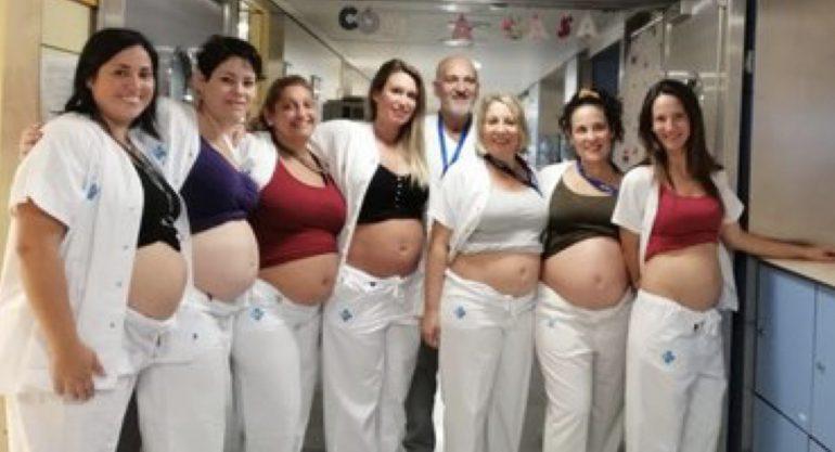 Baby Boom nel reparto di pediatria. La foto di 7 infermiere contemporaneamente incinte diventa virale