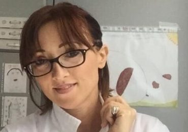 """Caso Balanzoni, nuova tegola per l'anestesista che offende gli infermieri: l'Asl Vercelli """"non gradisce la sua collaborazione"""""""