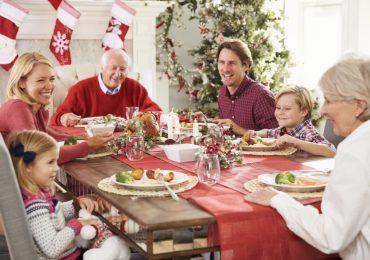 Abbuffate e malori: centinaia di chiamate al 118 dopo il pranzo di Natale