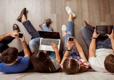 """Lucca, indagine rivela: """"Un adolescente su quattro è dipendente dal web"""""""