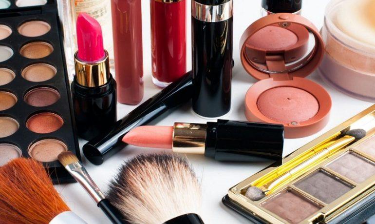 Trucco con inganno: allarme batteri nei prodotti da make-up mal conservati