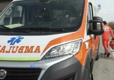 Afragola: medico e infermiere del 118 bersagliati dal lancio di oggetti mentre rianimano un paziente 1