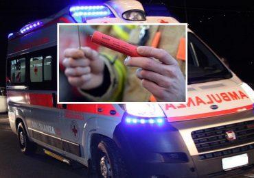 Napoli, lanciano grosso petardo contro l'ambulanza del 118 che rischia di esplodere