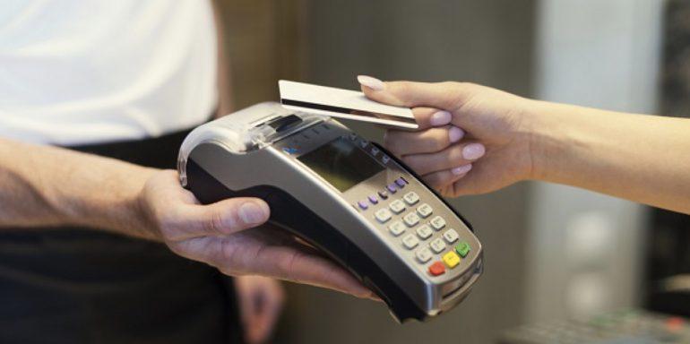 Spese sanitarie: dal 2020 detraibili solo se si paga con bancomat, carta di credito o bonifico