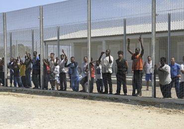 Aggressioni fisiche e verbali quotidiane: gli infermieri del Centro per il rimpatrio migranti minacciano le dimissioni di massa