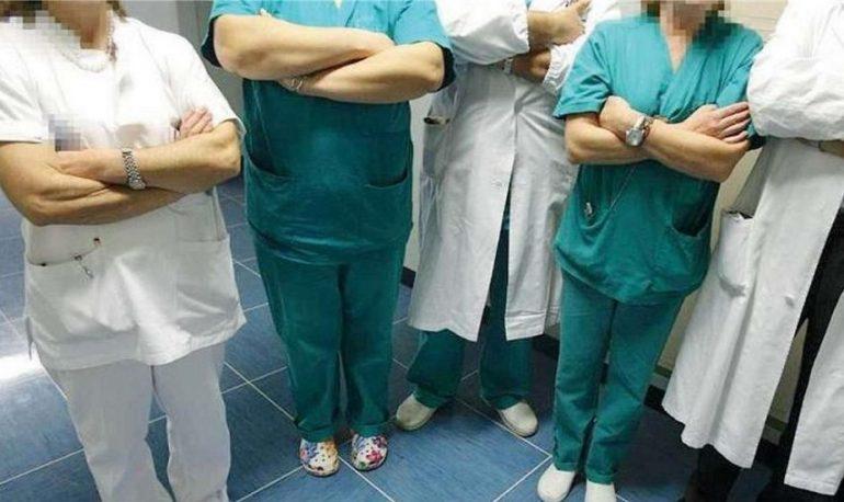 Brescia, gli infermieri fanno causa al Civile per il cambio divisa.