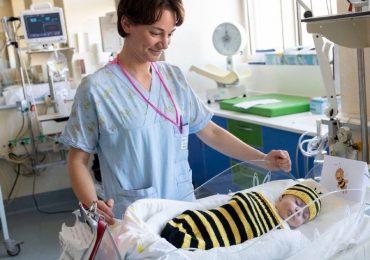 I piccoli pazienti della Terapia Intensiva Neonatale festeggiano il carnevale travestendosi da orsetti e principesse