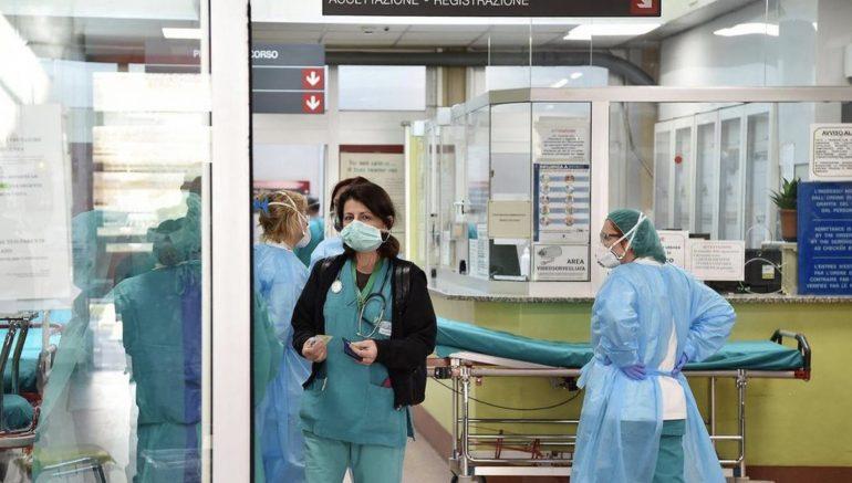 Infermieri neolaureati in prima linea contro il Coronavirus: uno di loro è positivo in meno di due settimane di lavoro