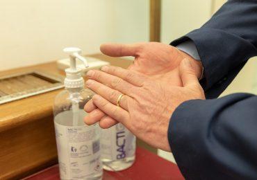 Coronavirus: l'igiene delle mani nei luoghi pubblici.