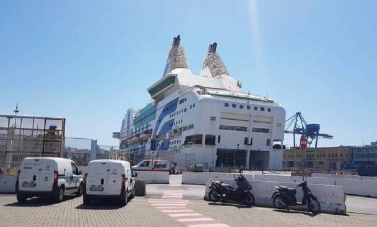 Coronavirus, nave trasformata in ospedale galleggiante a Genova.
