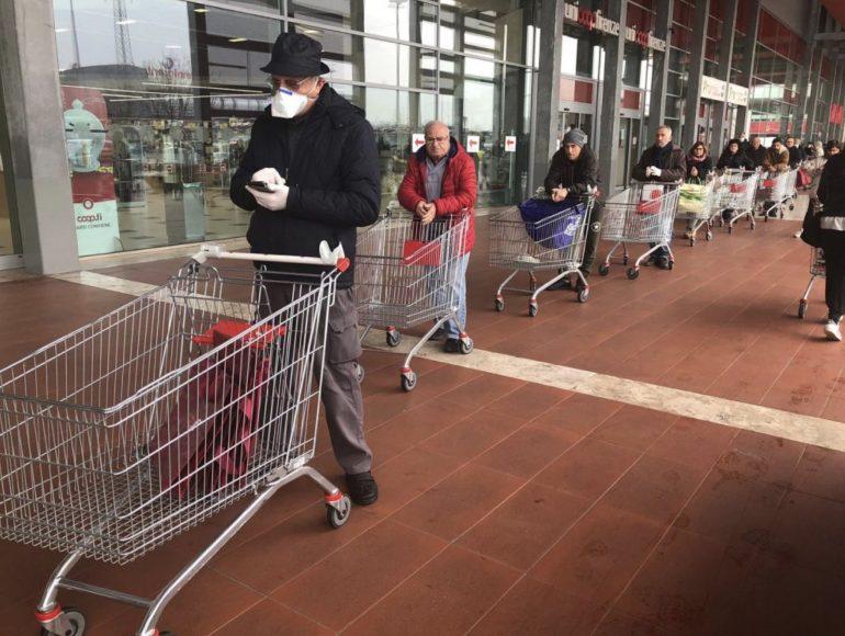 Coronavirus: stop alle code nei supermercati Coop per gli infermieri genovesi in prima linea. Per loro una corsia preferenziale