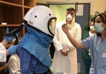 Policlinico San Martino: caschi e tute pressurizzate per gli infermieri in prima linea contro il Coronavirus