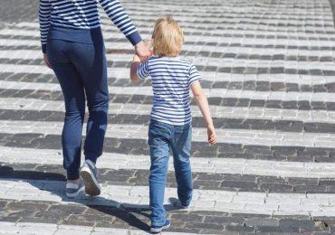 """Coronavirus, il Viminale precisa: """"Consentita la passeggiata genitore-figli""""."""