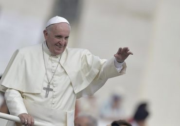 Coronavirus: Papa Francesco dona 2.000 guanti monouso Coronavirus e 200 tute protettive all'RSA di Chiavari 1