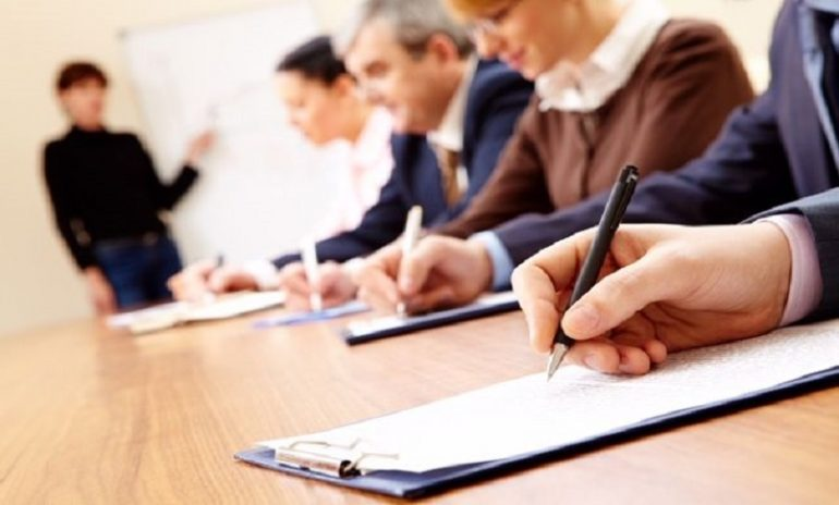 È un mio diritto ottenere gli attestati di formazione dall'ex datore di lavoro?