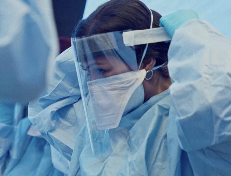 Sale a 31 il bilancio degli infermieri morti per Covid-19: il 32% lavorava in RSA senza DPI