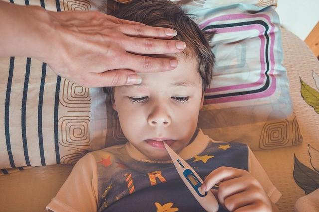 A settembre inutile tenere i bimbi a casa per raffreddore