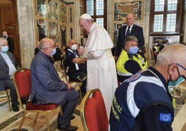 """Gli infermieri eroi di Bergamo in visita dal Papa:""""Siete la colonna portante del Paese"""""""
