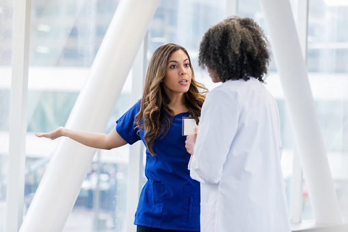 L'infermiere che si oppone al medico rimane in un confine di autonomia