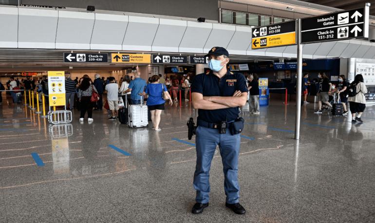 Coronavirus, scatta il divieto di ingresso e transito per chi arriva da Paesi a rischio