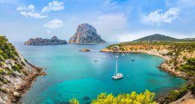 """Coronavirus, vacanza gratis a Ibiza per gli """"eroi della sanità"""""""