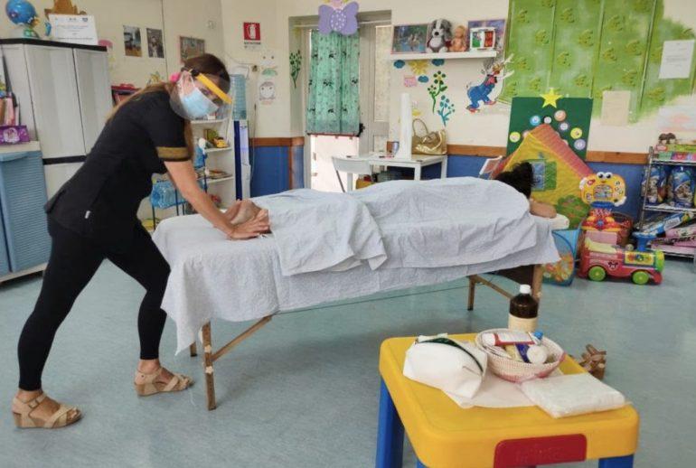 Massaggi gratis al Pascale per ringraziare medici e infermieri che combattono il Covid-19 1