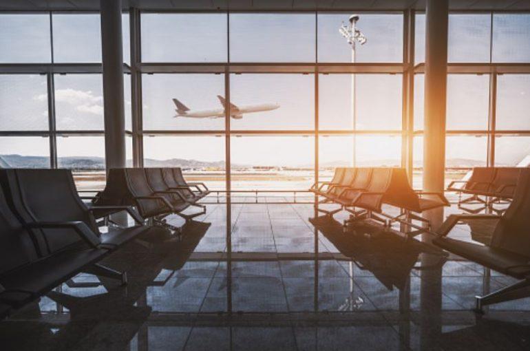 Tampone obbligatorio e isolamento in albergo per i passeggeri che transitano per Fiumicino