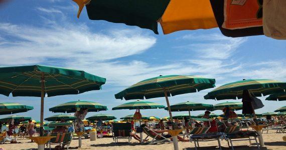 Cattolica, turista austriaca partorisce in spiaggia: provvidenziale l'aiuto di un'infermiera