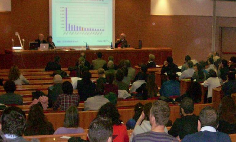 Firenze, falsi attestati riguardanti le ore di didattica: indagati 2 medici e 10 professori
