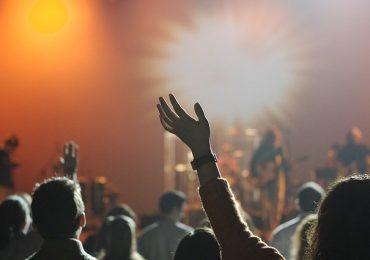 Folla e assembramenti, niente regole: chiude la discoteca Byblos