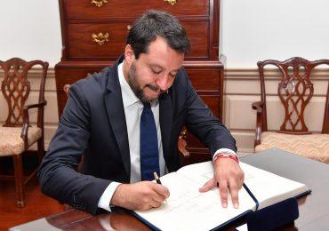 """Gli infermieri contro Salvini: """"mettiamo la mascherina perché abbiamo visto cosa fa il virus"""""""