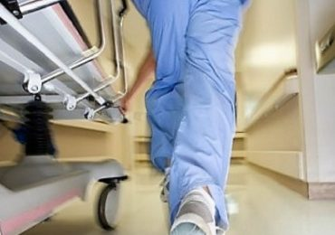 Napoli, aggressione al Distretto 33: infermiere colpito con un telefonino e con pugni al volto