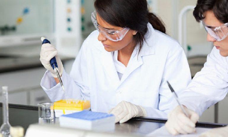Coronavirus, 58 studi clinici sui vaccini nel mondo: 7 sono in fase 3