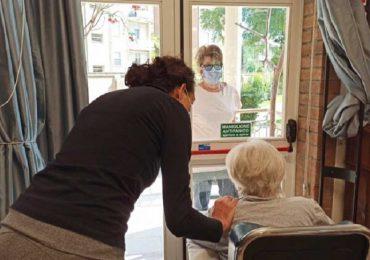 Coronavirus, Iss aggiorna le indicazioni su visite e attività nelle strutture che ospitano anziani