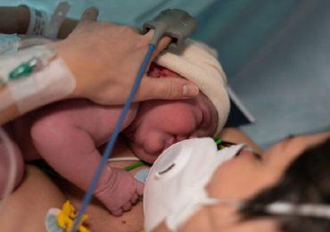 """Coronavirus, studio bresciano rivela: """"Possibile la trasmissione da madre a feto attraverso la placenta"""""""