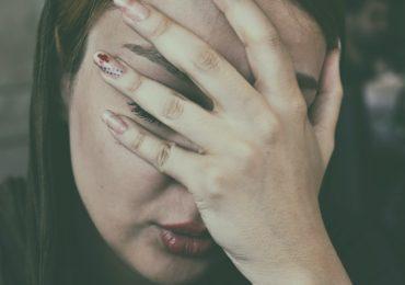 Mal di testa 'dietro agli occhi' - cosa sono, perché si manifestano e come prevenirli e curarli