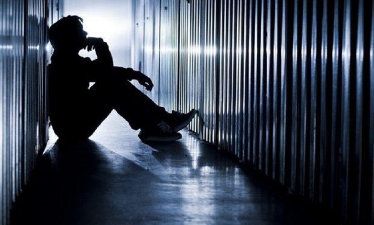 Suicidio: i fattori di rischio più frequenti secondo l'Iss