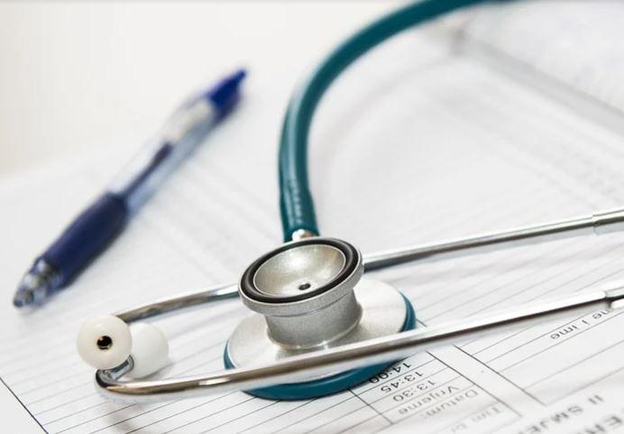 Visite private non autorizzate senza fattura: interdetto medico in esclusività