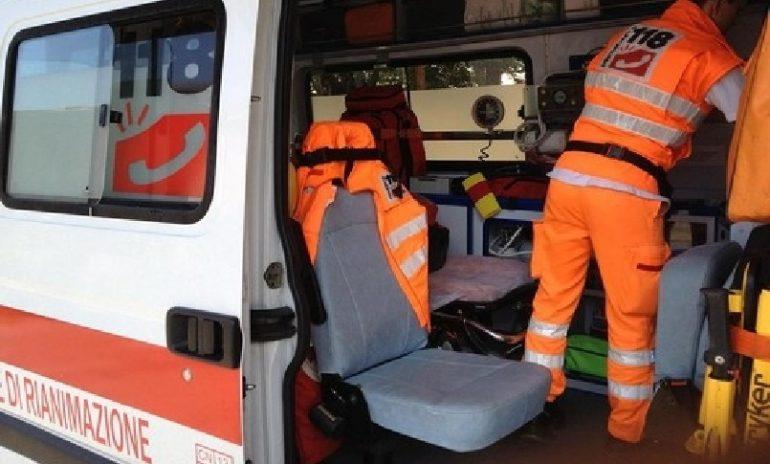Aggressione agli infermieri e danni all'ambulanza: paziente condannato a 9 mesi