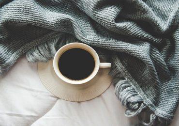 Caffè a digiuno dopo aver dormito male: meglio di no