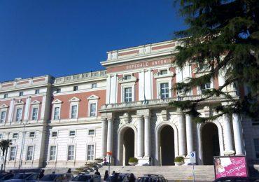 Coronavirus, a Napoli stop alle ferie per il personale sanitario