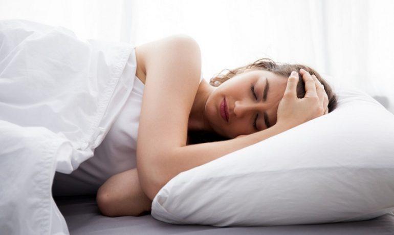 Disturbi del sonno: un italiano su 7 dorme male e 3 su 10 dormono poco