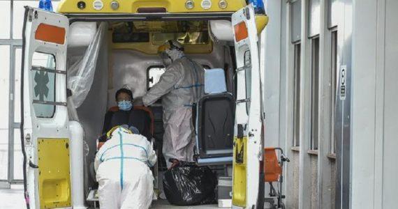 """Roma, la denuncia di un autista del 118: """"Pazienti parcheggiati 8 ore in ambulanza"""""""