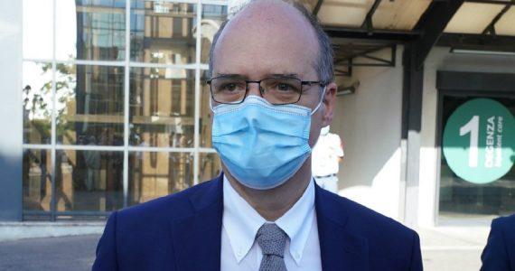 """Coronavirus, Magrini (Aifa): """"No ad abuso di antibiotici e a mix tachipirina-cortisone"""""""